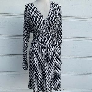 Patterned Tart Wrap Long Sleeve Dress Size Medium